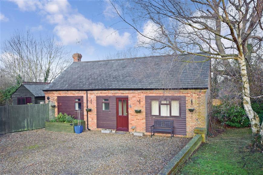 4 Bedrooms Detached House for sale in Sissinghurst Road, Biddenden, Ashford, Kent
