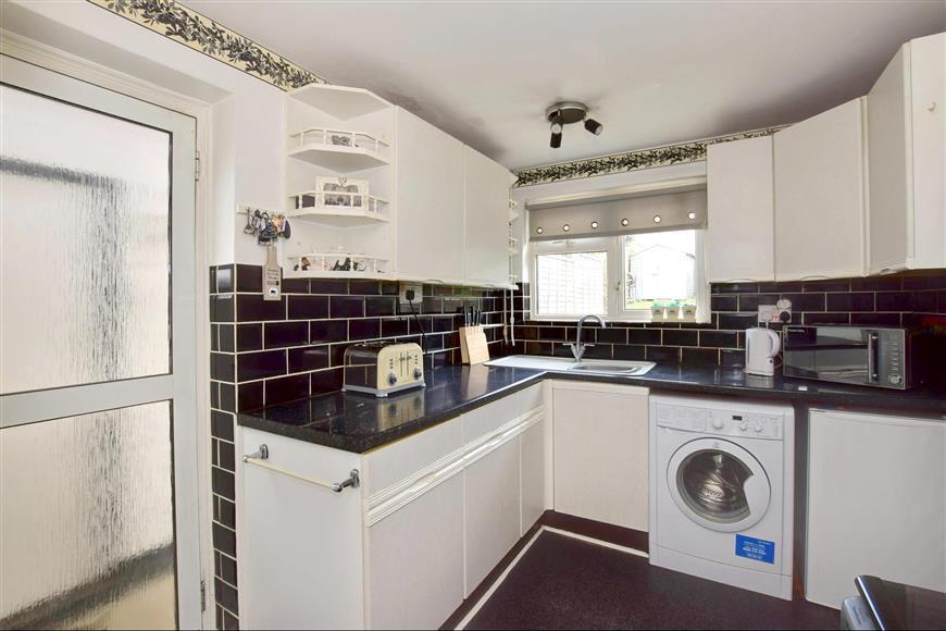 3 Bedrooms Semi Detached House for sale in Hunt Road, Tonbridge, Kent