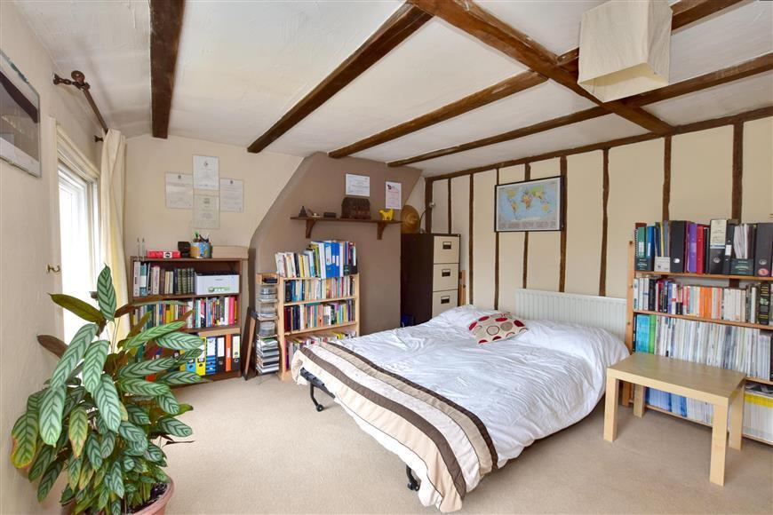 2 Bedrooms Maisonette Flat for sale in Quarry Hill Road, Tonbridge, Kent