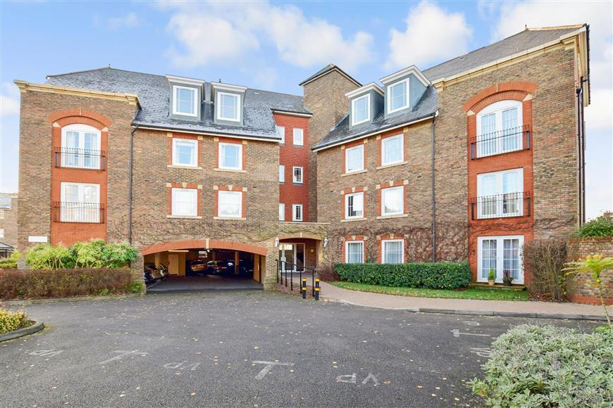 2 Bedrooms Flat for sale in Mortley Close, Tonbridge, Kent