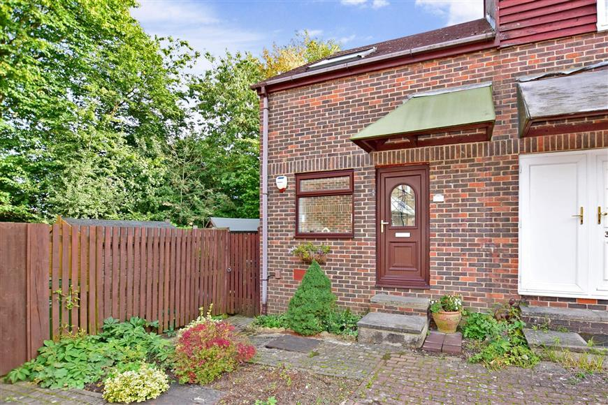 2 Bedrooms End Of Terrace House for sale in Orbit Close, Walderslade Woods, Chatham, Kent