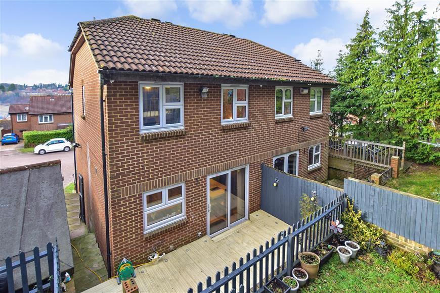 3 Bedrooms Semi Detached House for sale in Romney Road, Walderslade, Chatham, Kent