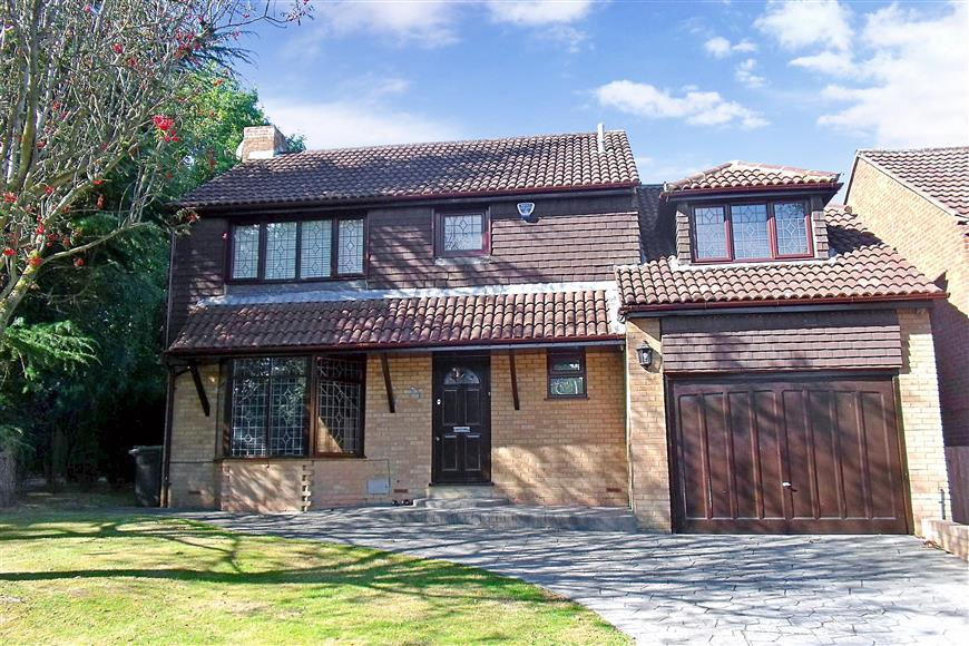 4 Bedrooms Detached House for sale in Papion Grove, Walderslade Woods, Chatham, Kent