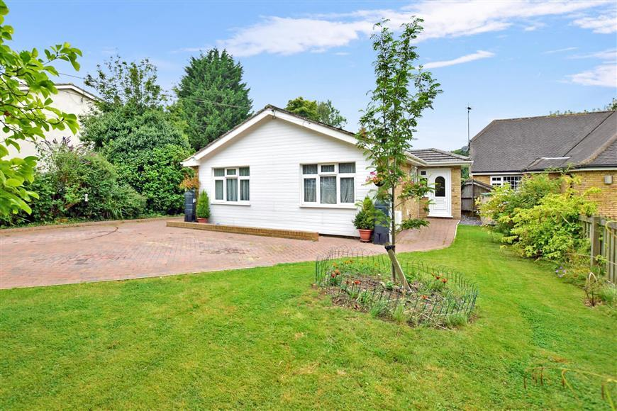 4 Bedrooms Bungalow for sale in Hever Avenue, West Kingsdown, Sevenoaks, Kent
