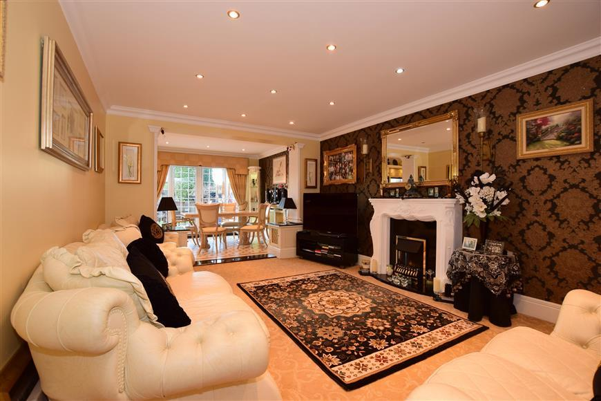 5 Bedrooms Semi Detached Bungalow for sale in Hever Avenue, West Kingsdown, Sevenoaks, Kent