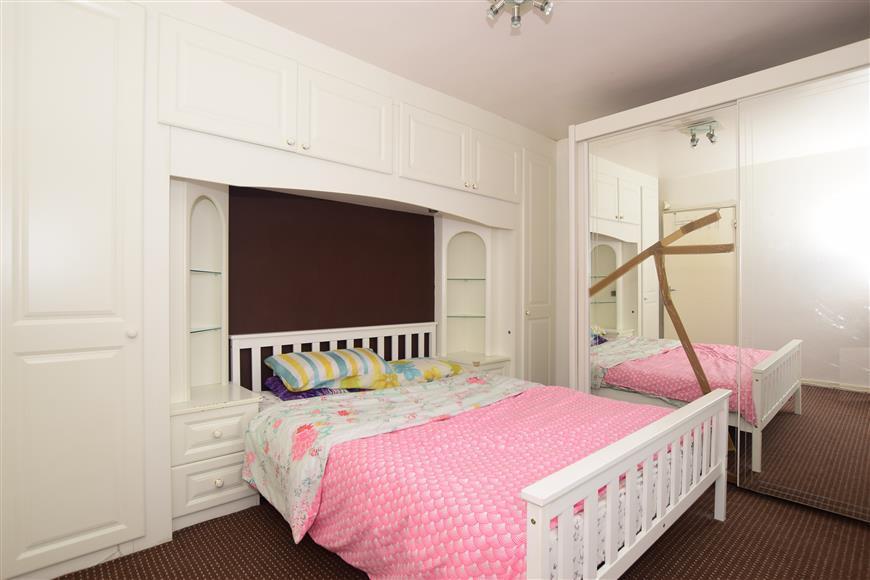 2 Bedrooms Ground Flat for sale in Heathfield Terrace, Plumstead, London