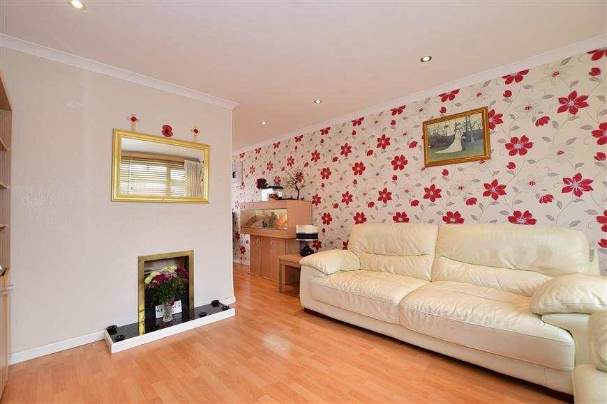 3 Bedrooms End Of Terrace House for sale in Douglas Road, Welling, Kent