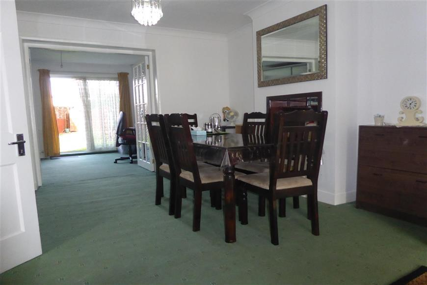 3 Bedrooms Semi Detached House for sale in Exeter Road, Welling, Kent