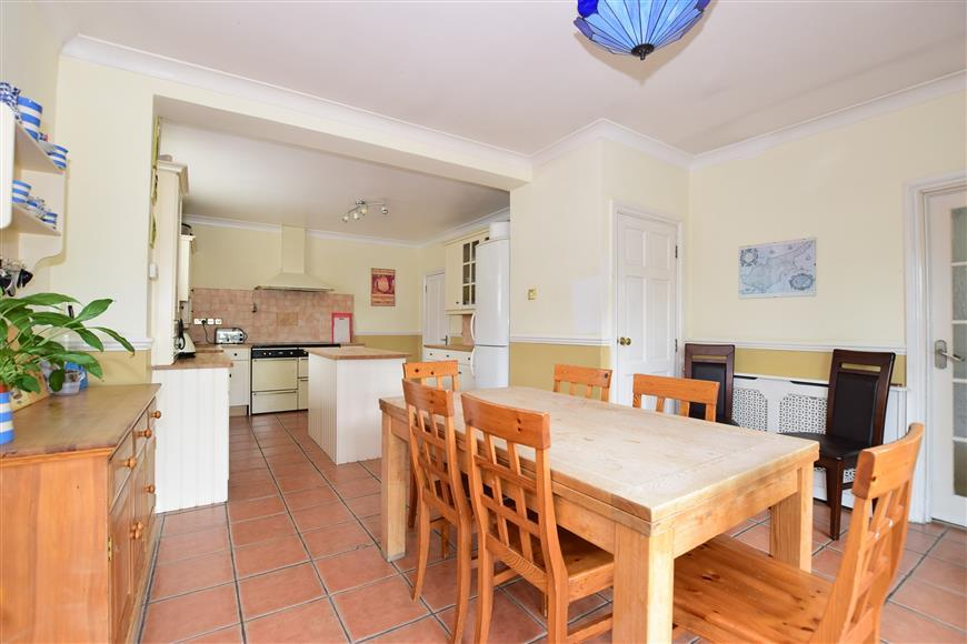 4 Bedrooms Link Detached House for sale in Selwyn Crescent, Welling, Kent
