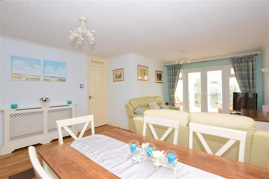 2 Bedrooms Semi Detached Bungalow for sale in Richmond Road, Whitstable, Kent