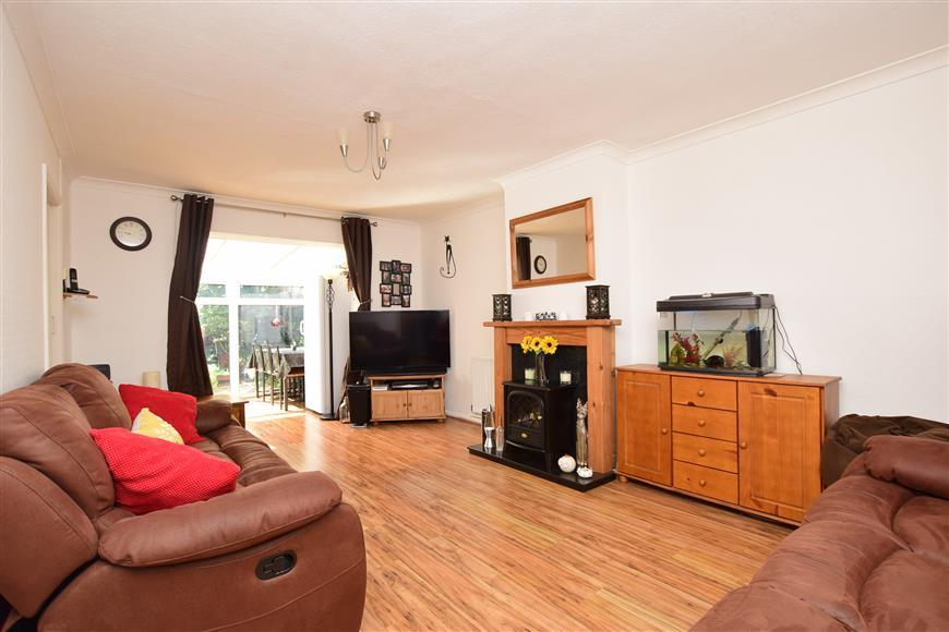 2 Bedrooms Semi Detached Bungalow for sale in Goodwin Avenue, Whitstable, Kent