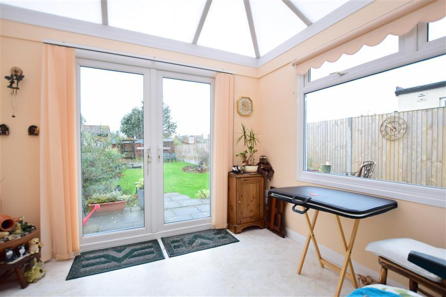 2 Bedrooms Semi Detached House for sale in Douglas Avenue, Whitstable, Kent