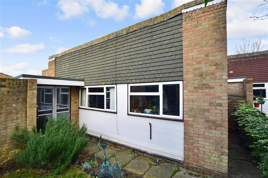 3 Bedrooms Detached Bungalow for sale in Farm House Close, Whitstable, Kent