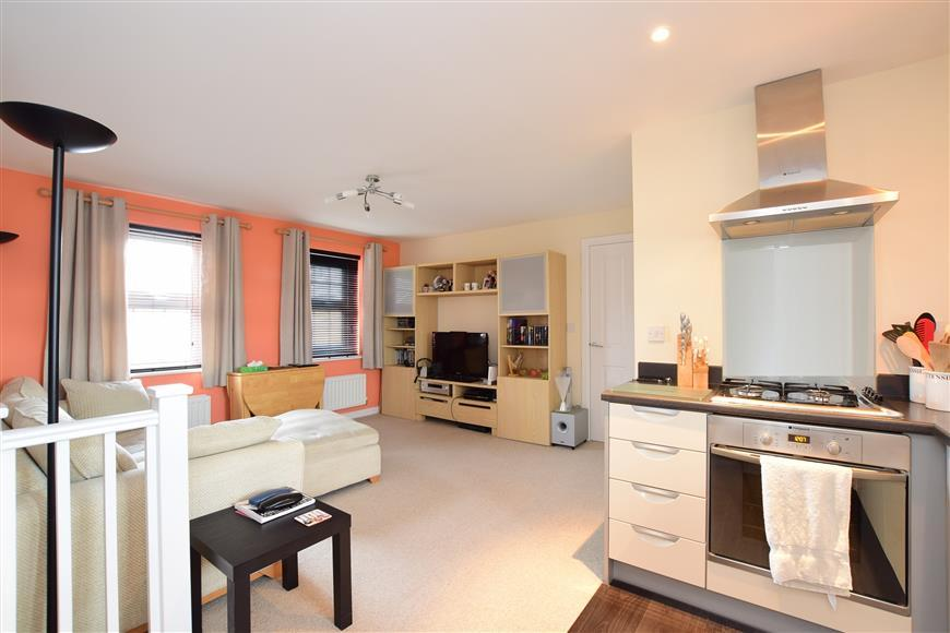 2 Bedrooms Apartment Flat for sale in Westview Close, Peacehaven, East Sussex