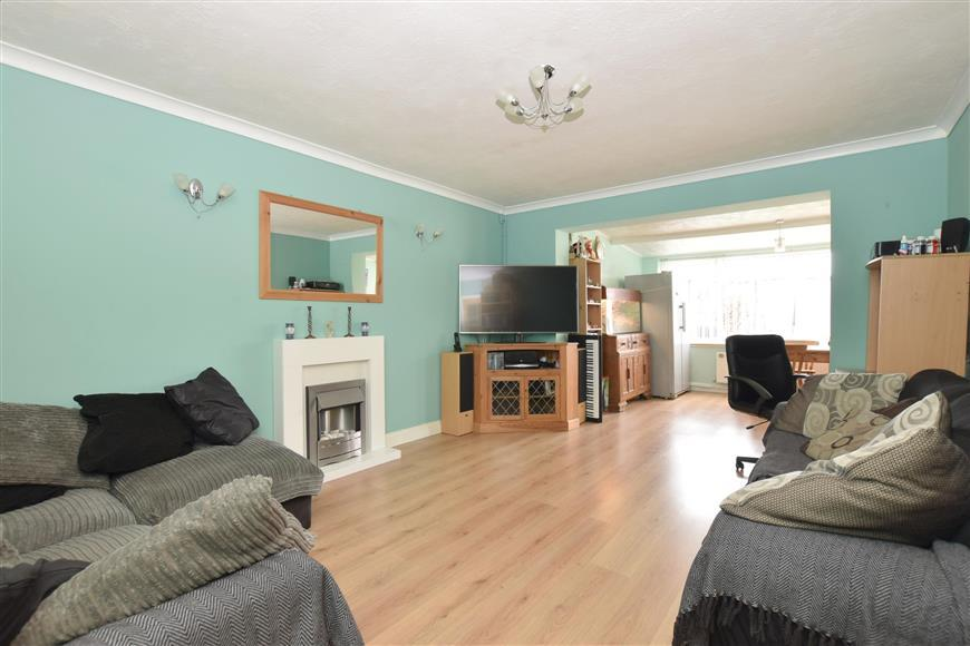 4 Bedrooms Terraced House for sale in Piddinghoe Avenue, Peacehaven, East Sussex