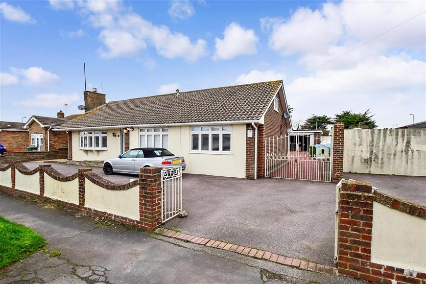 6 Bedrooms Detached House for sale in Arundel Road, Peacehaven, East Sussex