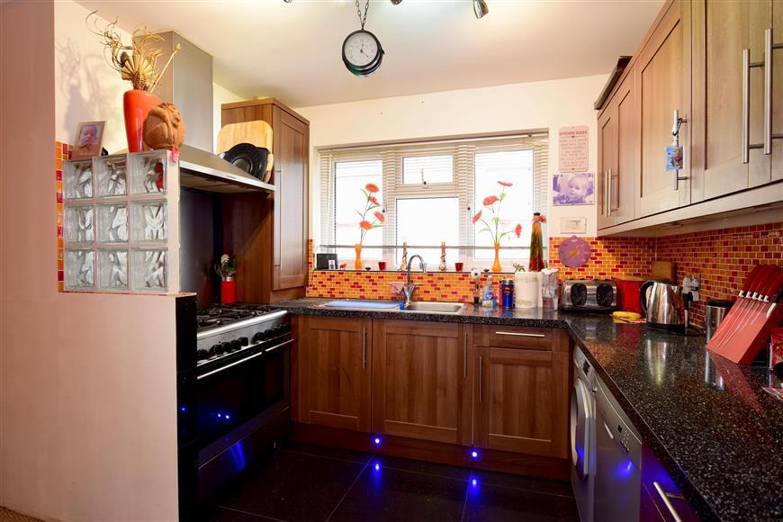 3 Bedrooms Detached Bungalow for sale in Oakdene Avenue, Portslade, East Sussex