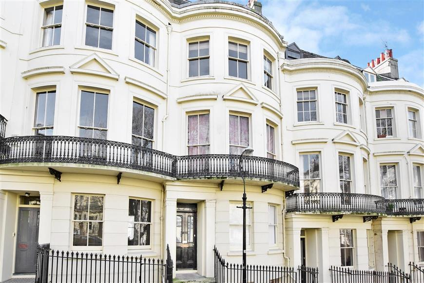 1 Bedroom Ground Flat for sale in Powis Square, Brighton, East Sussex
