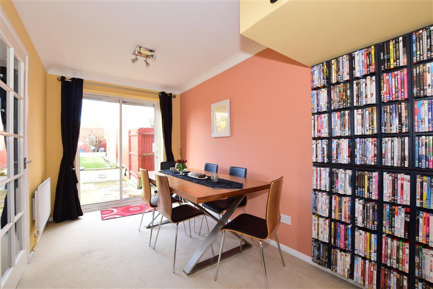 3 Bedrooms End Of Terrace House for sale in Parry Close, Portchester, Hampshire