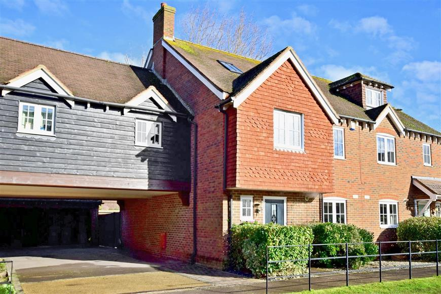 5 Bedrooms Town House for sale in White House Place, Worthing, West Sussex