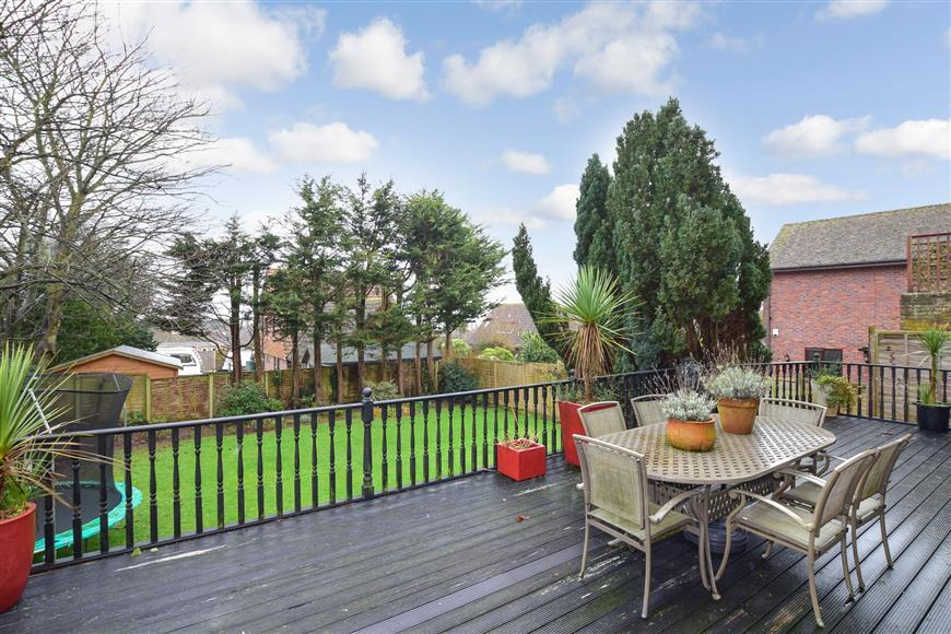 5 Bedrooms Detached House for sale in Arundel Road, Worthing, West Sussex