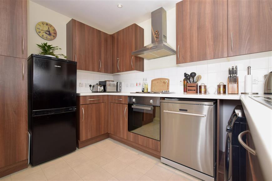 2 Bedrooms Flat for sale in Bulbeck Road, Havant, Hampshire
