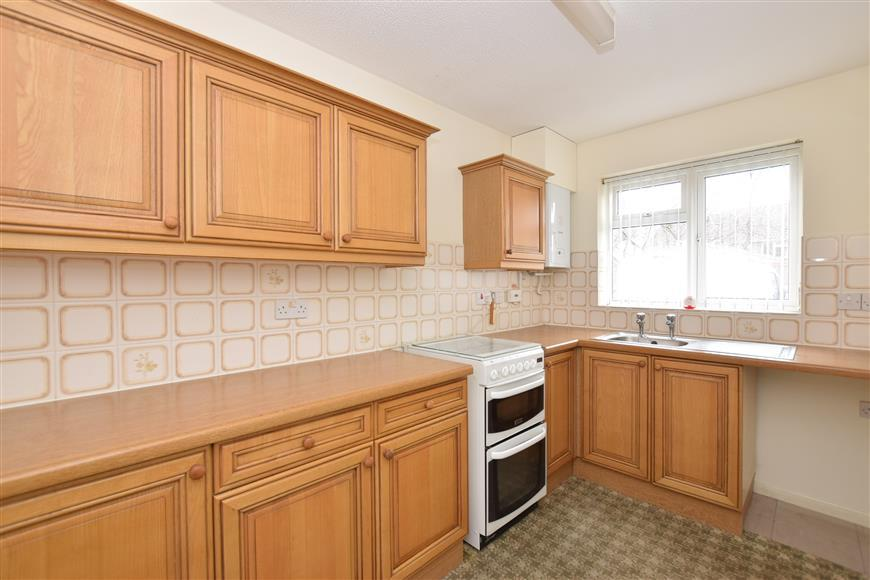 2 Bedrooms Terraced House for sale in Blackcap Close, Rowland's Castle, Hampshire