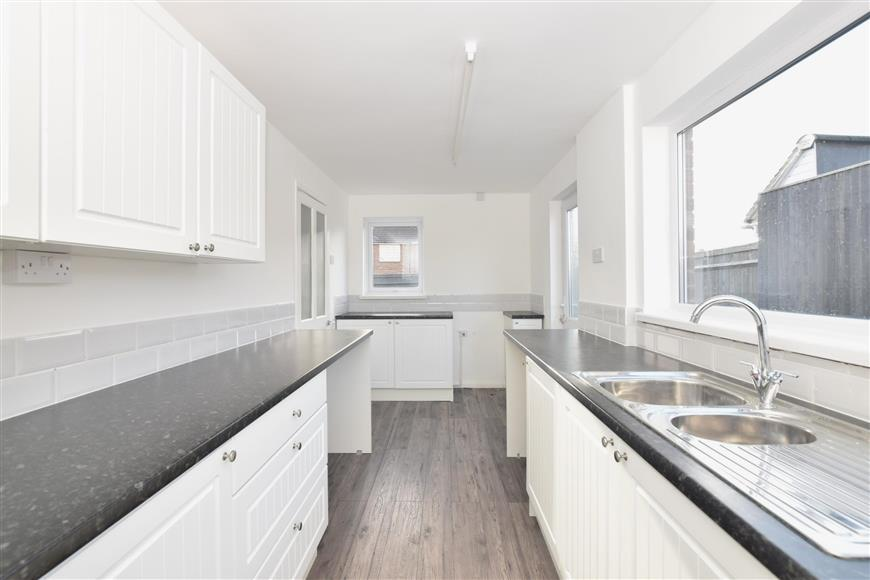 2 Bedrooms End Of Terrace House for sale in Adhurst Road, Havant, Hampshire
