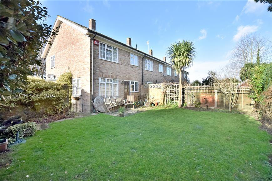 3 Bedrooms End Of Terrace House for sale in Oaklands Road, Havant, Hampshire