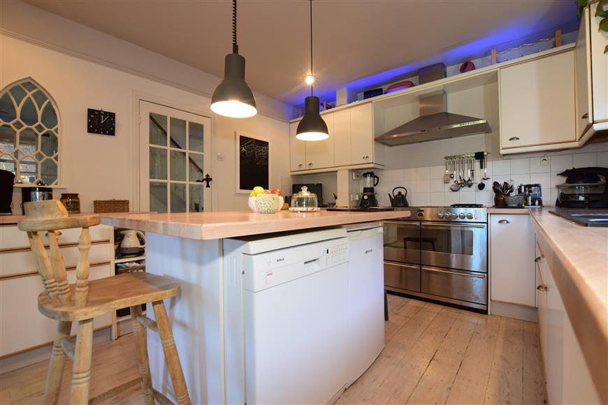 4 Bedrooms Detached House for sale in Hollow Lane, Hayling Island, Hampshire