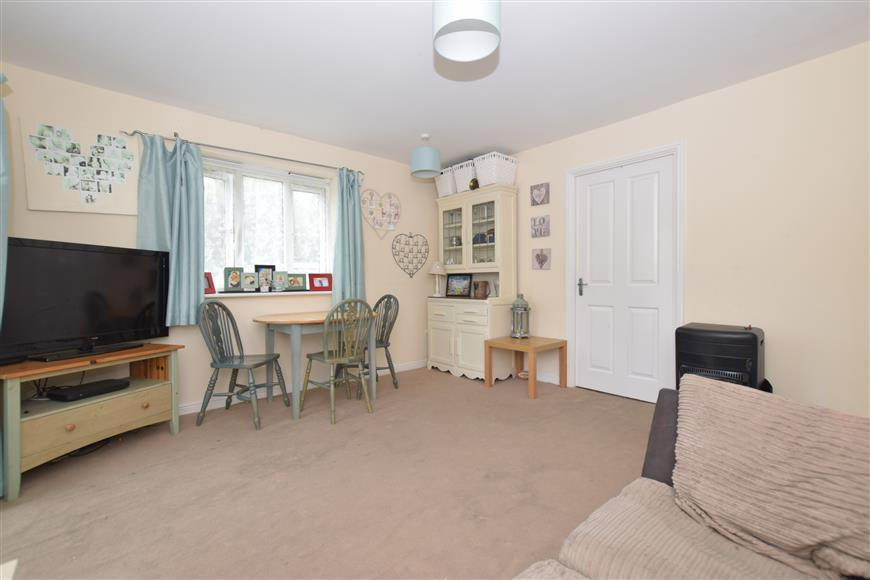2 Bedrooms Ground Flat for sale in Gisors Road, Southsea, Hampshire