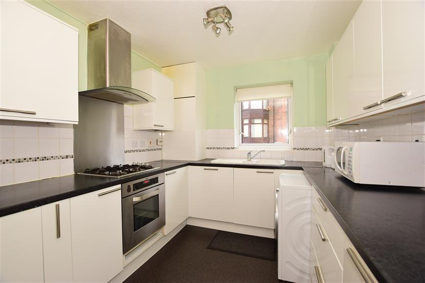 3 Bedrooms Town House for sale in Castle Road, Southsea, Hampshire