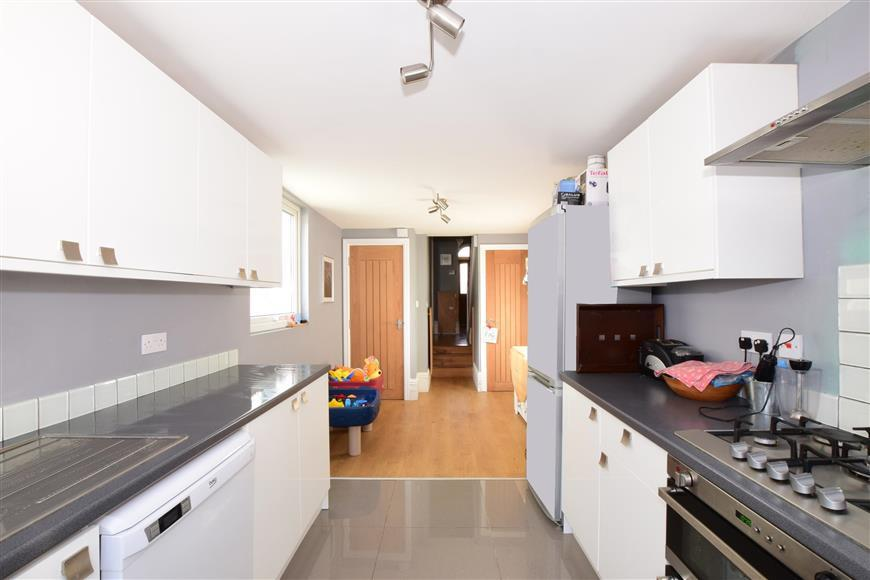 3 Bedrooms Terraced House for sale in Britannia Road, Southsea, Hampshire