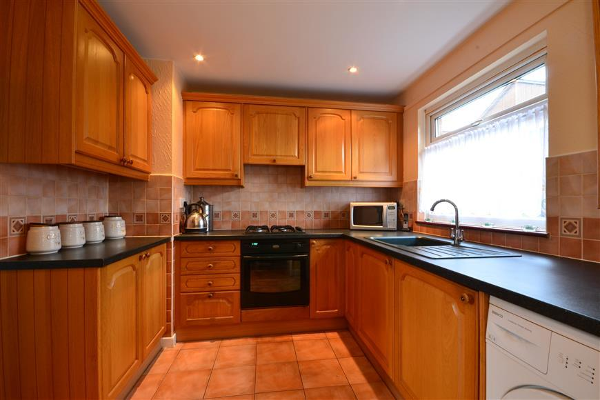 3 Bedrooms Terraced House for sale in Havengore, Basildon, Essex