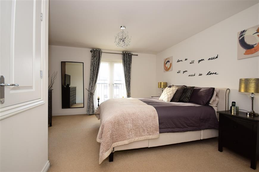 4 Bedrooms Town House for sale in Clenshaw Path, Basildon, Essex