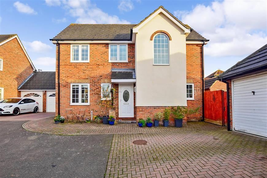 4 Bedrooms Detached House for sale in Jasmine Close, Langdon Hills, Basildon, Essex