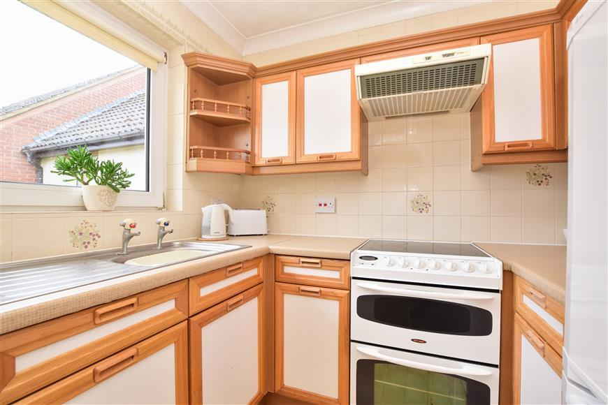 1 Bedroom Flat for sale in Linkfield Lane, Redhill, Surrey