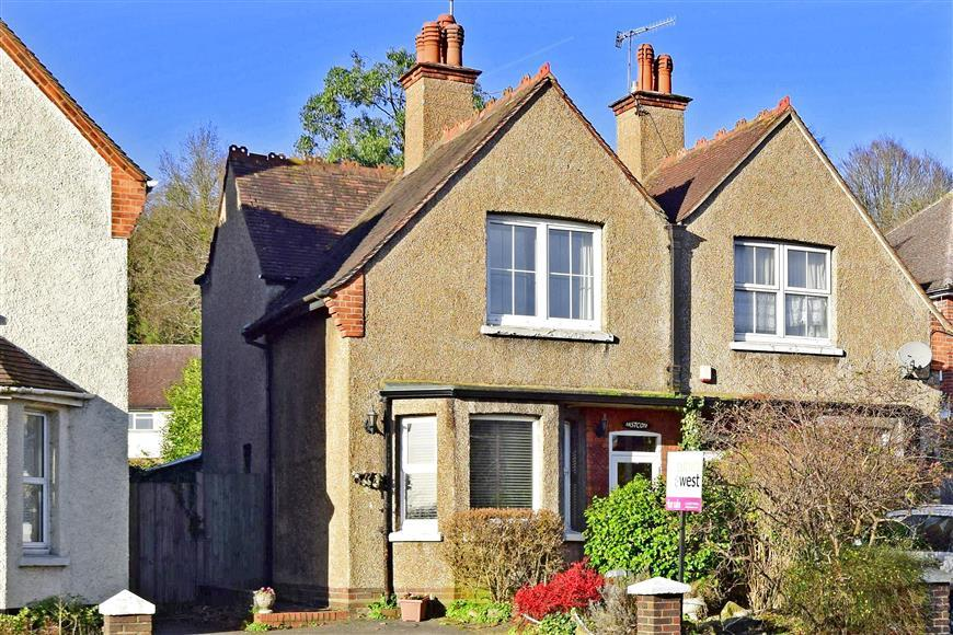 3 Bedrooms Semi Detached House for sale in Brighton Road, Redhill, Surrey