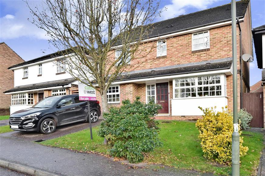 4 Bedrooms Detached House for sale in Abinger Drive, Redhill, Surrey