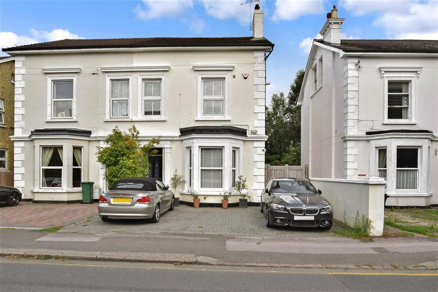 5 Bedrooms Semi Detached House for sale in Gloucester Road, Redhill, Surrey