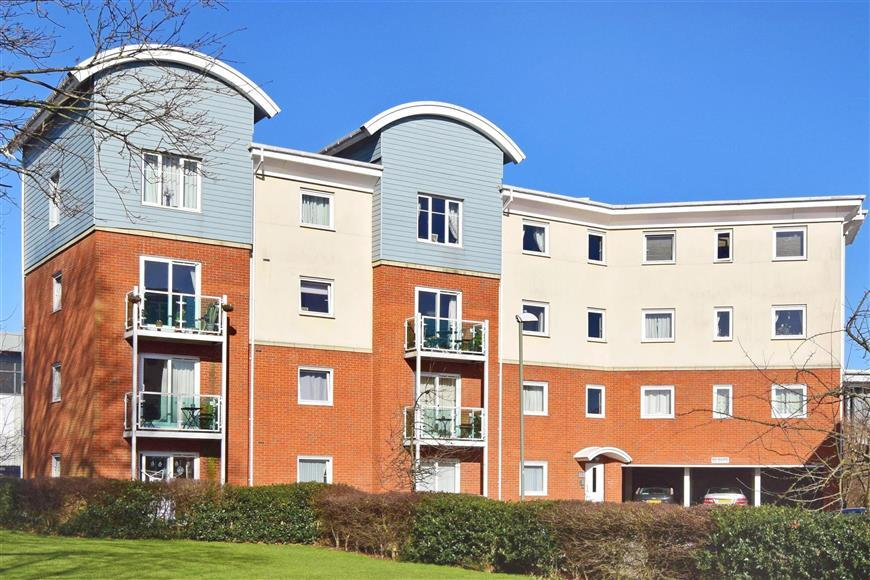 1 Bedroom Flat for sale in Rubeck Close, Redhill, Surrey
