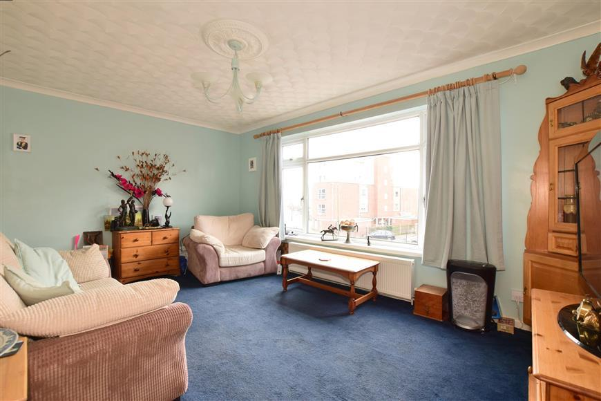 2 Bedrooms Flat for sale in Sea Front, Hayling Island, Hampshire