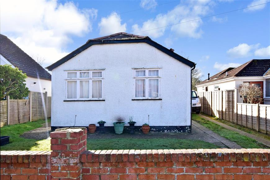 3 Bedrooms Detached Bungalow for sale in West Haye Road, Hayling Island, Hampshire