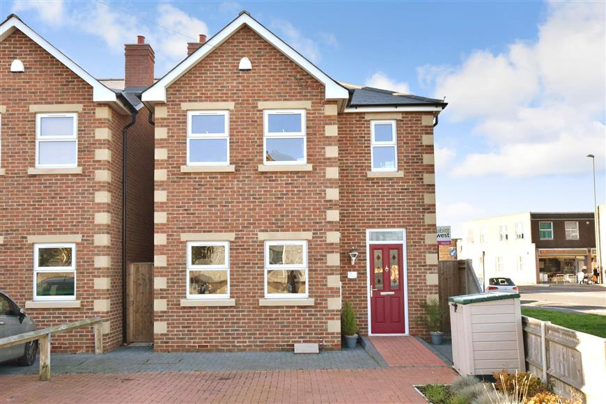 3 Bedrooms Detached House for sale in Mengham Avenue, Hayling Island, Hampshire