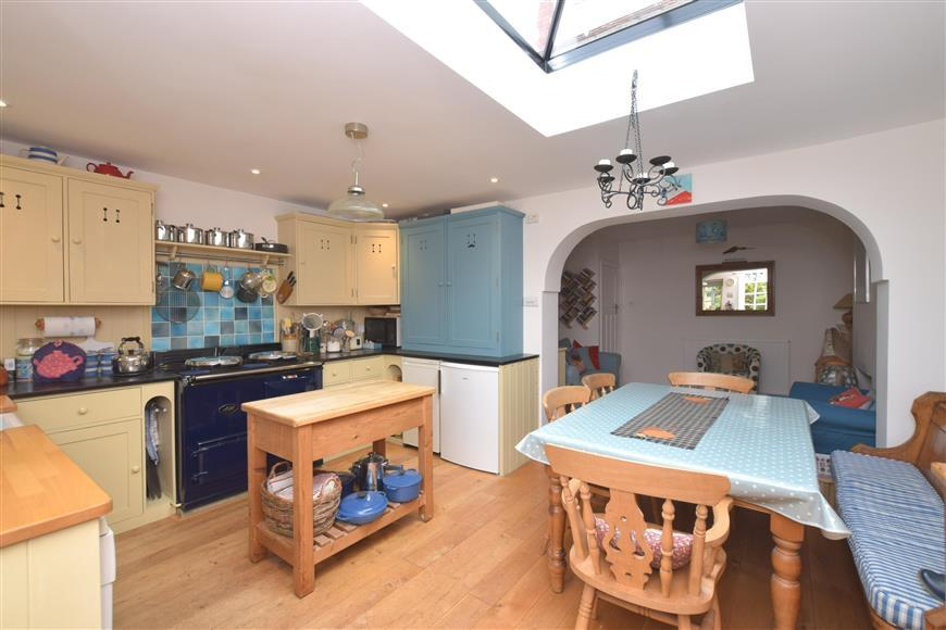 3 Bedrooms Semi Detached House for sale in Kings Road, Emsworth, Hampshire