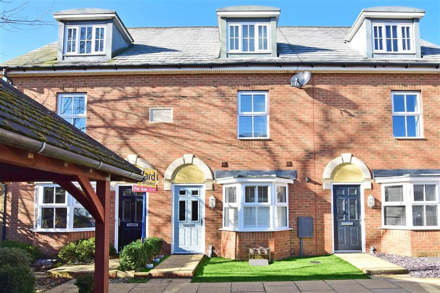 3 Bedrooms Town House for sale in Hazen Road, Kings Hill, West Malling, Kent