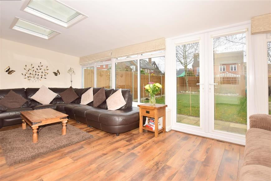 4 Bedrooms Town House for sale in Melrose Avenue, Kings Hill, West Malling, Kent