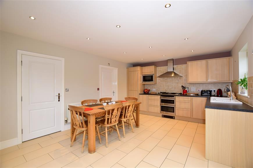5 Bedrooms Detached House for sale in Diana Walk, Kings Hill, West Malling, Kent