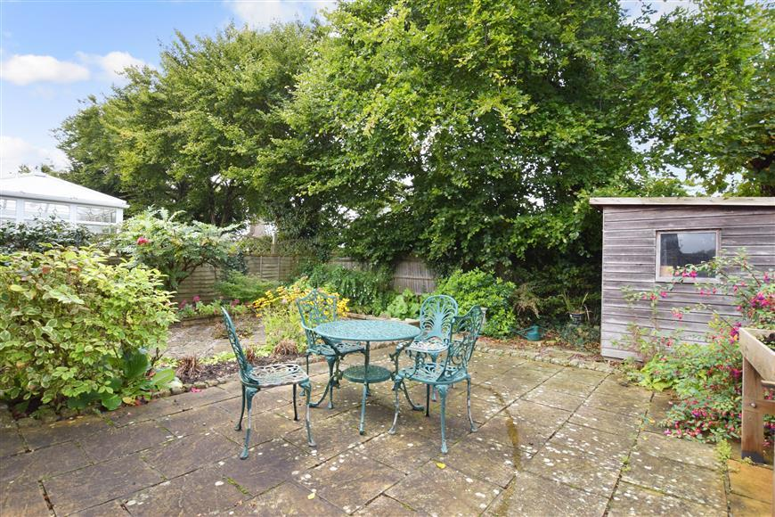 2 Bedrooms Semi Detached Bungalow for sale in Rectory Close, Ashington, West Sussex