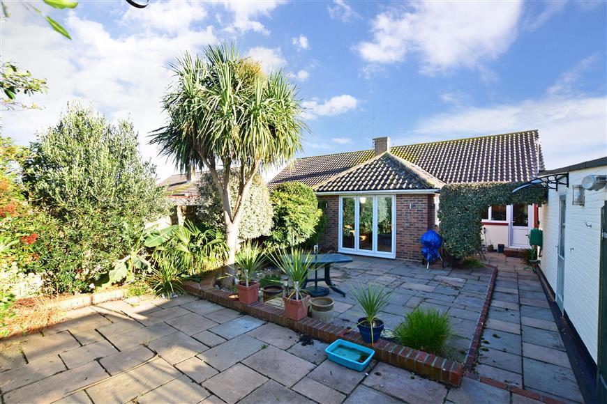 2 Bedrooms Semi Detached Bungalow for sale in Esher Drive, Littlehampton, West Sussex